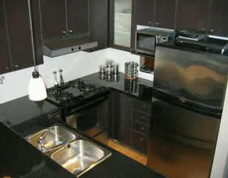 """Photo 5: 303 124 W 1ST ST in North Vancouver: Lower Lonsdale Condo for sale in """"THE 'Q'"""" : MLS®# V586942"""