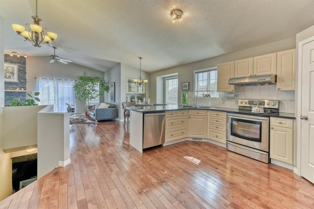 Photo 10: Photos: 245 Citadel Crest Park NW in Calgary: Citadel Detached for sale : MLS®# A1088595