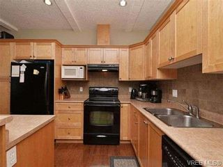 Photo 5: 3 4079 Douglas St in VICTORIA: SE High Quadra Row/Townhouse for sale (Saanich East)  : MLS®# 704538