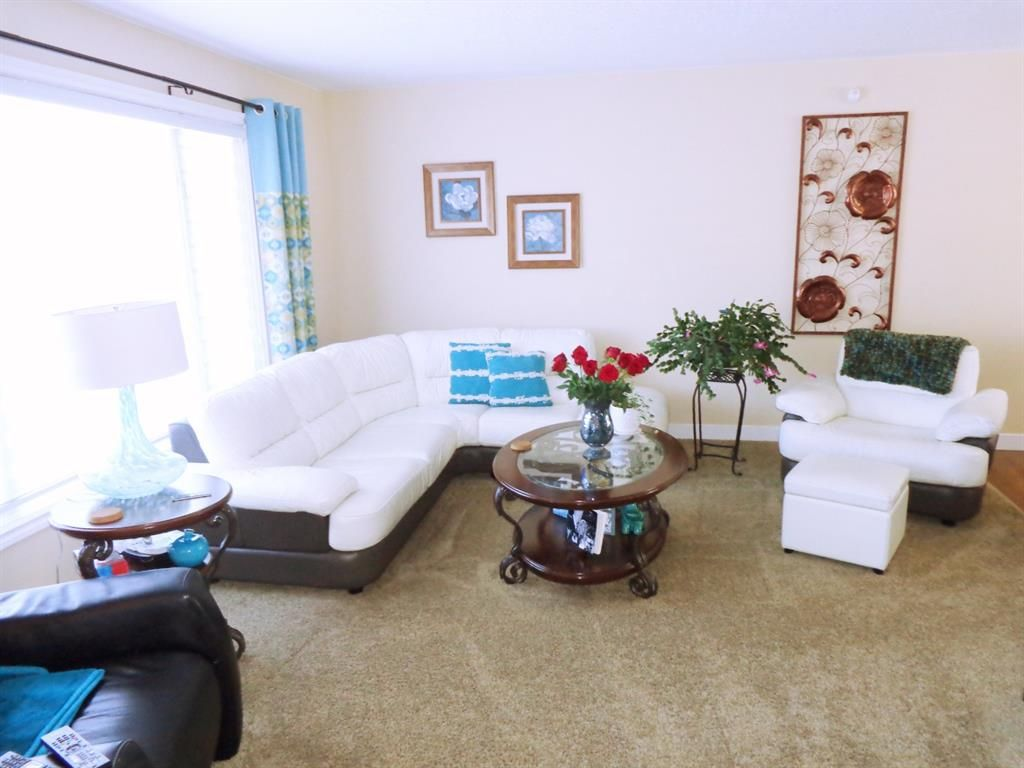 Photo 3: Photos: 5856 West Park Crescent in Red Deer: West Park Residential for sale : MLS®# A1067266