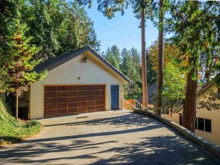"Photo 13: 7101 DALE Road in Sechelt: Sechelt District House for sale in ""Caleda Estates"" (Sunshine Coast)  : MLS®# R2515160"