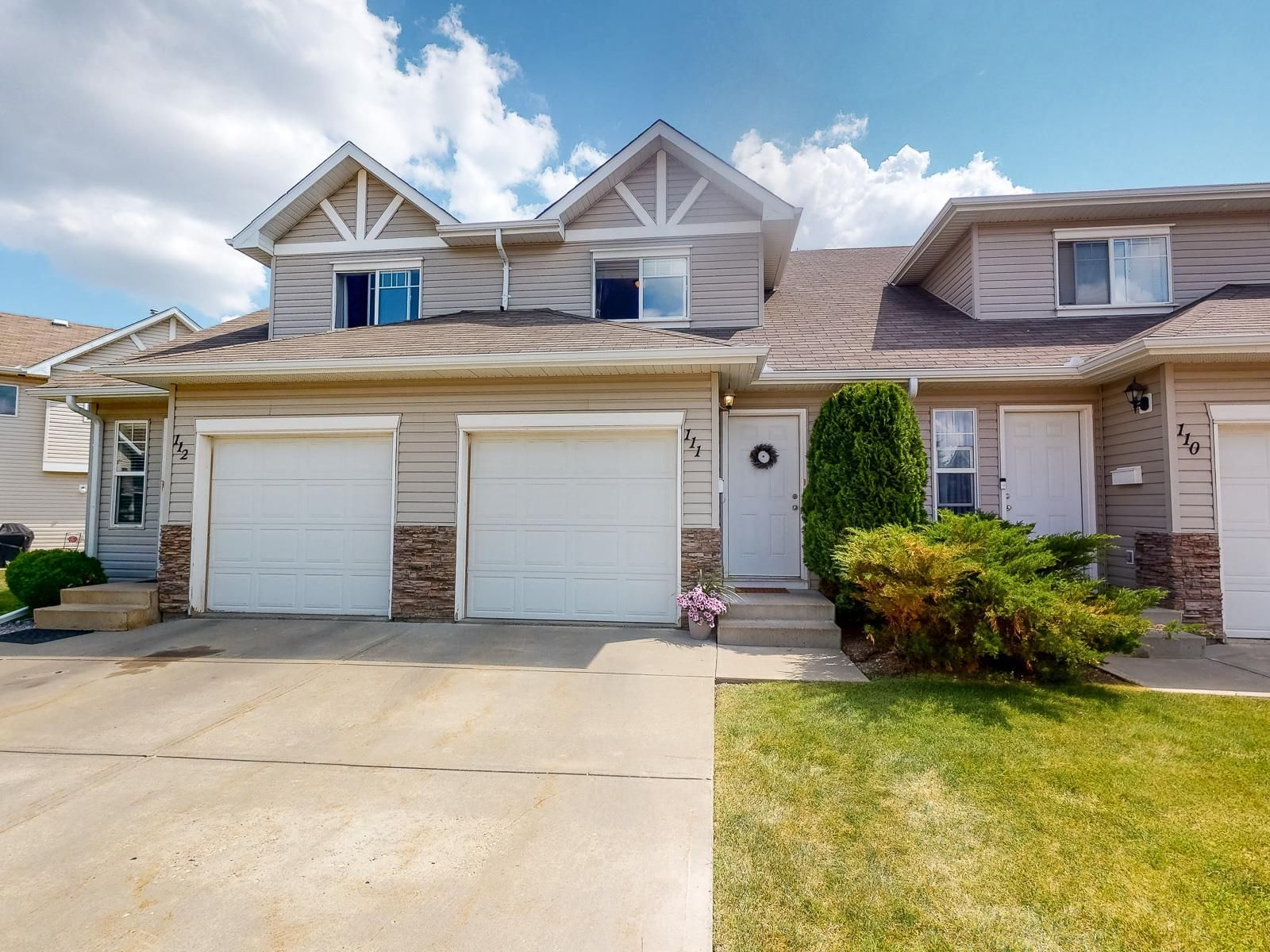 Main Photo: 111 150 EDWARDS Drive in Edmonton: Zone 53 Townhouse for sale : MLS®# E4252071