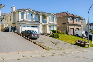 Photo 2: 8560 149A Street in Surrey: Bear Creek Green Timbers House for sale : MLS®# R2491981