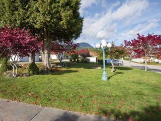 """Photo 20: 22 767 NORTH Road in Gibsons: Gibsons & Area Townhouse for sale in """"NORTH OAKS"""" (Sunshine Coast)  : MLS®# R2415333"""