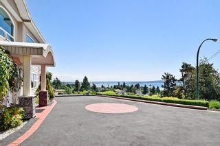Photo 3: 15585 PACIFIC AVENUE: White Rock House for sale (South Surrey White Rock)  : MLS®# R2370095
