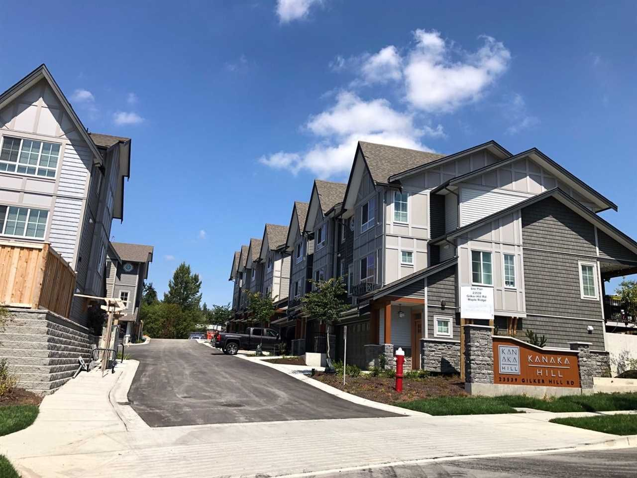 Main Photo: 13 23539 GILKER HILL Road in Maple Ridge: Cottonwood MR Townhouse for sale : MLS®# R2398962