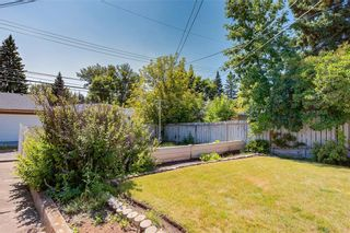 Photo 3: 1081 NORTHMOUNT Drive NW in Calgary: Charleswood Detached for sale : MLS®# C4262307