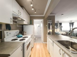 """Photo 11: 213 1940 BARCLAY Street in Vancouver: West End VW Condo for sale in """"Bourbon Court"""" (Vancouver West)  : MLS®# R2473241"""