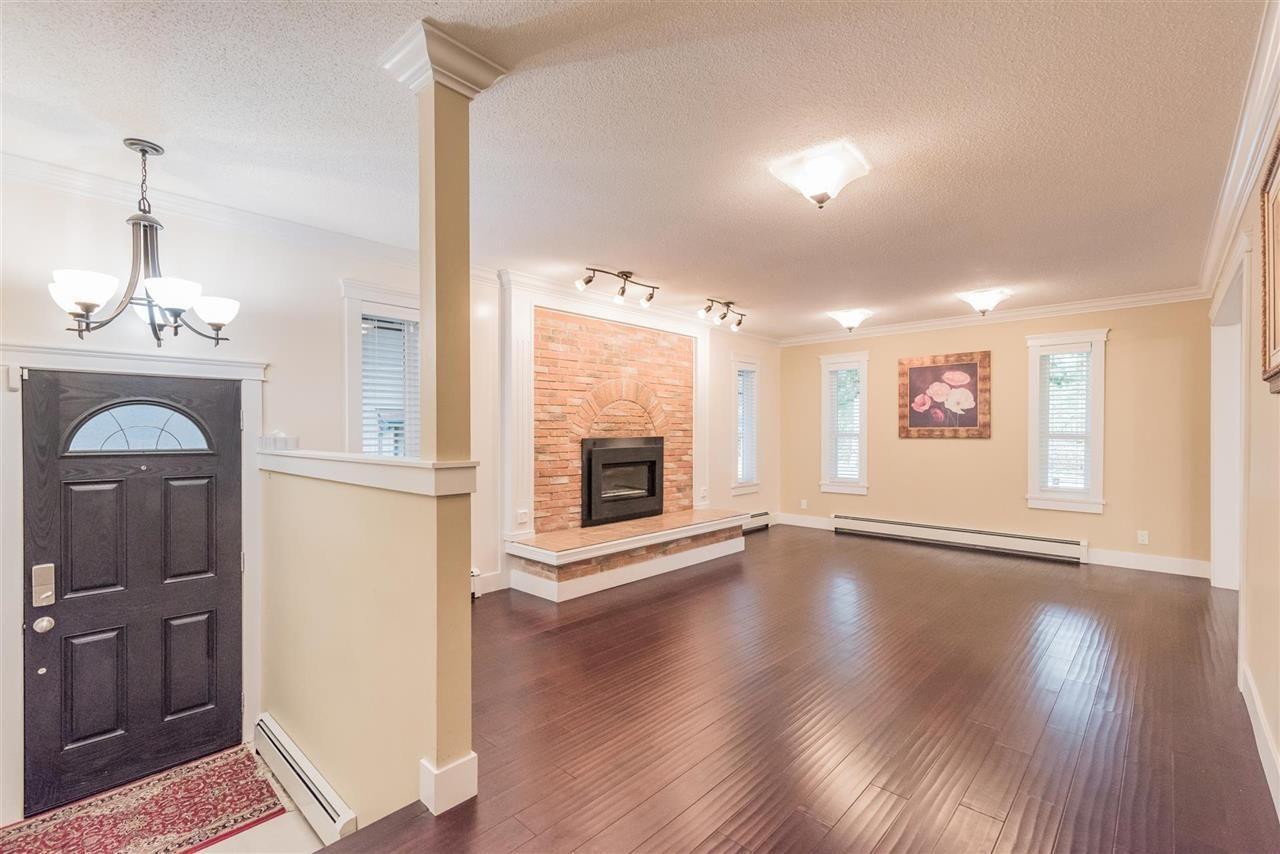 Photo 2: Photos: 11811 240 Street in Maple Ridge: Cottonwood MR House for sale : MLS®# R2572239