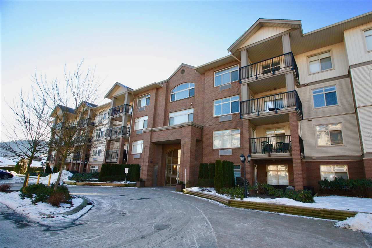 """Main Photo: 415 45753 STEVENSON Road in Sardis: Sardis East Vedder Rd Condo for sale in """"PARK PLACE II"""" : MLS®# R2131497"""