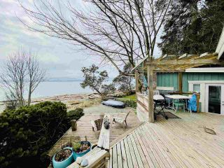 "Photo 26: 2028 OCEAN BEACH Esplanade in Gibsons: Roberts Creek House for sale in ""WHITAKER BEACH"" (Sunshine Coast)  : MLS®# R2546949"