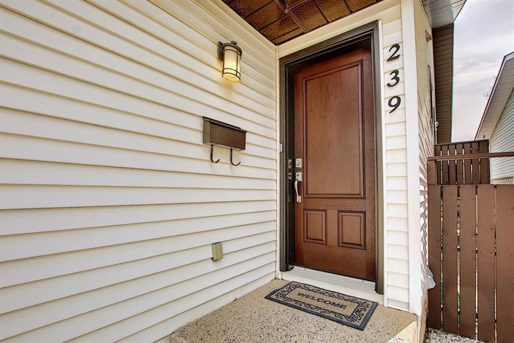 Main Photo: 239 Sandstone Drive NW in Calgary: Sandstone Valley Detached for sale : MLS®# A1101800