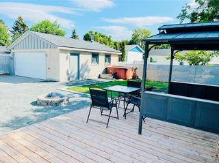 Photo 3: 38 Magenta Crescent in Winnipeg: Maples Residential for sale (4H)  : MLS®# 202116975