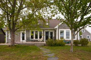 Photo 1: 480 Canard Street in Port Williams: 404-Kings County Residential for sale (Annapolis Valley)  : MLS®# 202114246