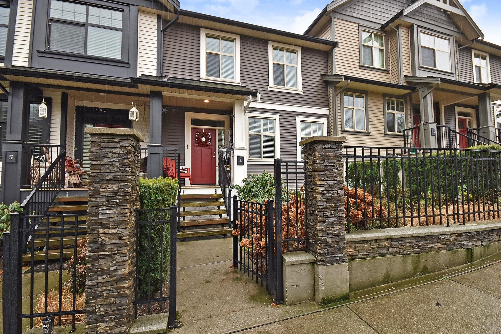 """Main Photo: 4 35298 MARSHALL Road in Abbotsford: Abbotsford East Townhouse for sale in """"Eagles Gate"""" : MLS®# R2434344"""