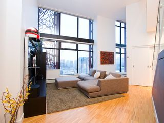"""Photo 3: 2910 128 W CORDOVA Street in Vancouver: Downtown VW Condo for sale in """"WOODWARDS"""" (Vancouver West)  : MLS®# V987819"""
