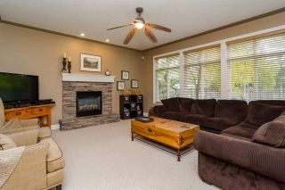 Photo 3: 2864 SHUTTLE STREET in Abbotsford: House for sale : MLS®# R2006617