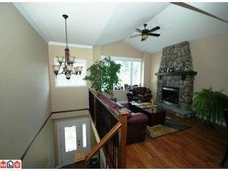 Photo 2: 32621 Stokes Avenue in Mission: House for sale : MLS®# f1014755