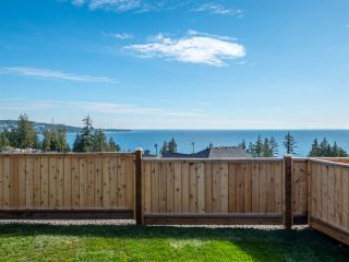 """Photo 3: 5638 KINGBIRD Crescent in Sechelt: Sechelt District House for sale in """"SilverStone Heights Phase2"""" (Sunshine Coast)  : MLS®# R2466064"""