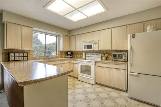 """Photo 12: 16112 10 Avenue in Surrey: King George Corridor House for sale in """"South Meridian/ McNally Creek"""" (South Surrey White Rock)  : MLS®# R2436037"""