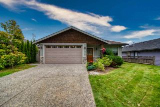 Photo 1: 810 WIREN Way in Gibsons: Gibsons & Area House for sale (Sunshine Coast)  : MLS®# R2470792