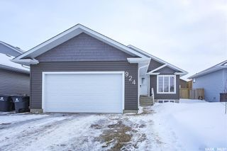 Photo 1: 924 4th Street South in Martensville: Residential for sale : MLS®# SK839278