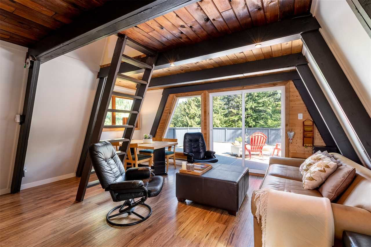 "Main Photo: 8409 MATTERHORN Drive in Whistler: Alpine Meadows House for sale in ""ALPINE MEADOWS"" : MLS®# R2380534"