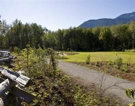 """Photo 4: 102 1174 WINGTIP Place in Squamish: Downtown SQ Condo for sale in """"TALON AT EAGLEWIND (CARRIAGE HOME)"""" : MLS®# R2139321"""