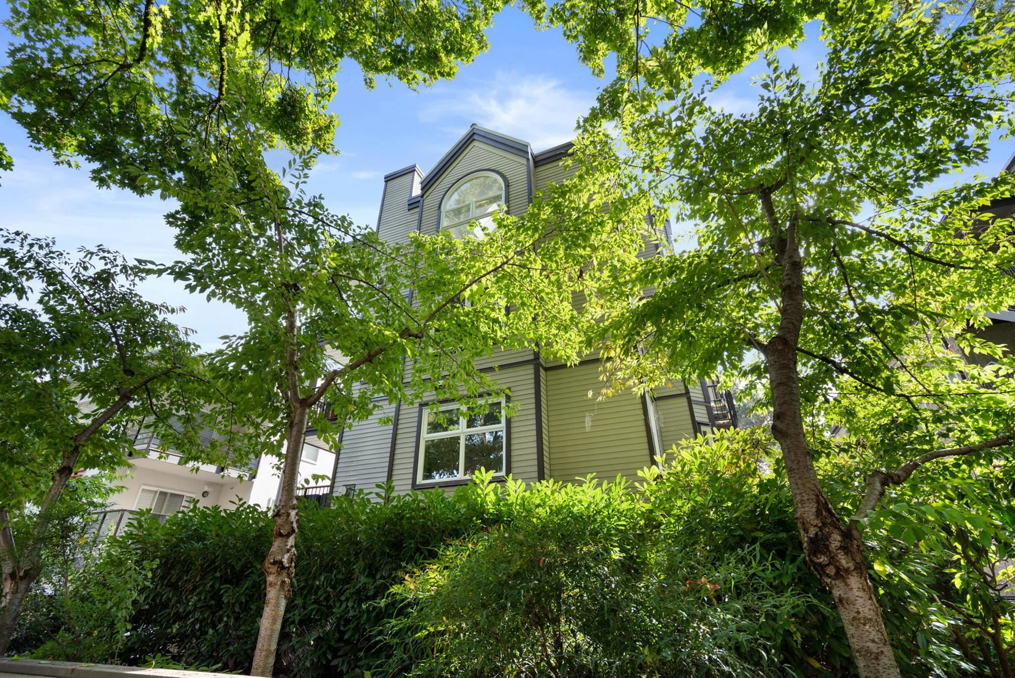 """Main Photo: 3 2282 W 7TH Avenue in Vancouver: Kitsilano Condo for sale in """"THE TUSCANY"""" (Vancouver West)  : MLS®# R2625384"""