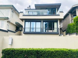 Photo 1: 1209 CLYDE Avenue in West Vancouver: Ambleside House for sale : MLS®# R2545033