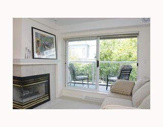 """Photo 4: 204 789 W 16TH Avenue in Vancouver: Fairview VW Condo for sale in """"SIXTEEN WILLOWS"""" (Vancouver West)  : MLS®# V786069"""