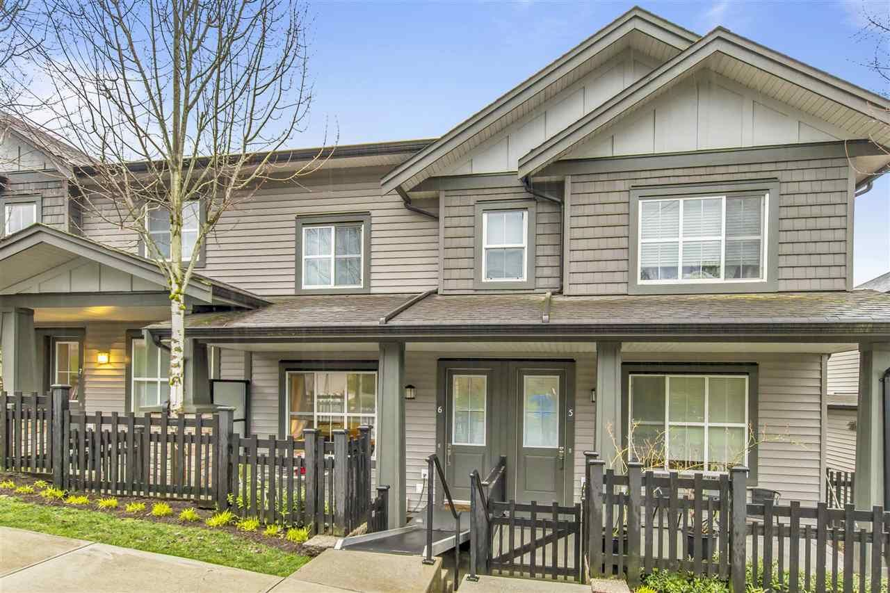 """Main Photo: 6 11176 GILKER HILL Road in Maple Ridge: Cottonwood MR Townhouse for sale in """"BLUE TREE"""" : MLS®# R2455420"""