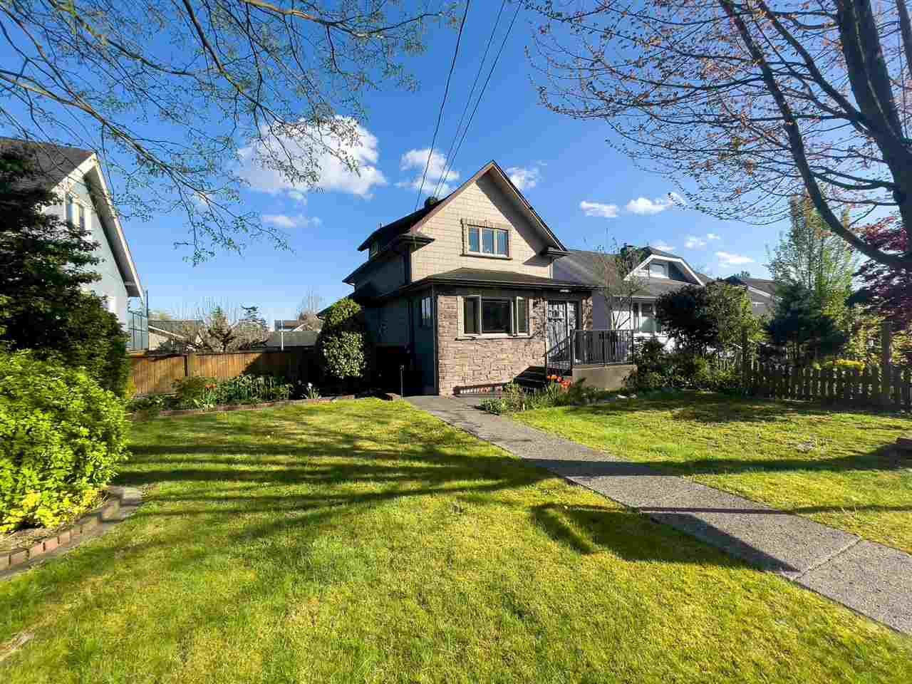 Main Photo: 822 DUBLIN Street in New Westminster: Moody Park House for sale : MLS®# R2576117
