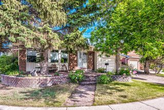 Photo 3: 459 Queen Charlotte Road SE in Calgary: Queensland Detached for sale : MLS®# A1122590