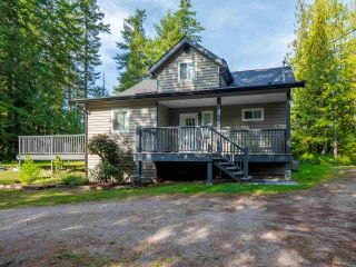 Photo 2: 5519 BROOKS Road in Halfmoon Bay: Halfmn Bay Secret Cv Redroofs House for sale (Sunshine Coast)  : MLS®# R2457599