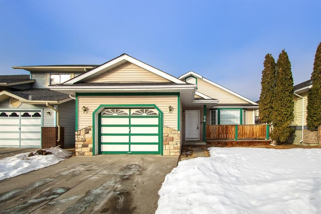 Main Photo: 24 Martinwood Mews NE in Calgary: Martindale Detached for sale : MLS®# A1066182