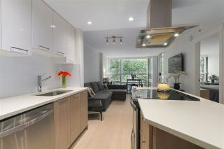 """Photo 2: 402 1050 BURRARD Street in Vancouver: Downtown VW Condo for sale in """"WALL CENTRE"""" (Vancouver West)  : MLS®# R2362675"""
