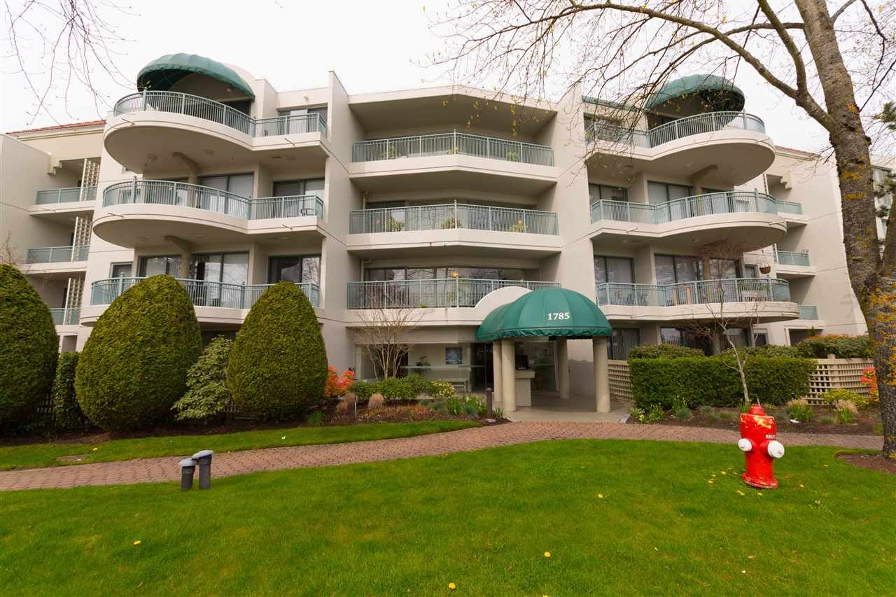 "Main Photo: 209 1785 MARTIN Drive in Surrey: Sunnyside Park Surrey Condo for sale in ""Southwynd"" (South Surrey White Rock)  : MLS®# R2255418"