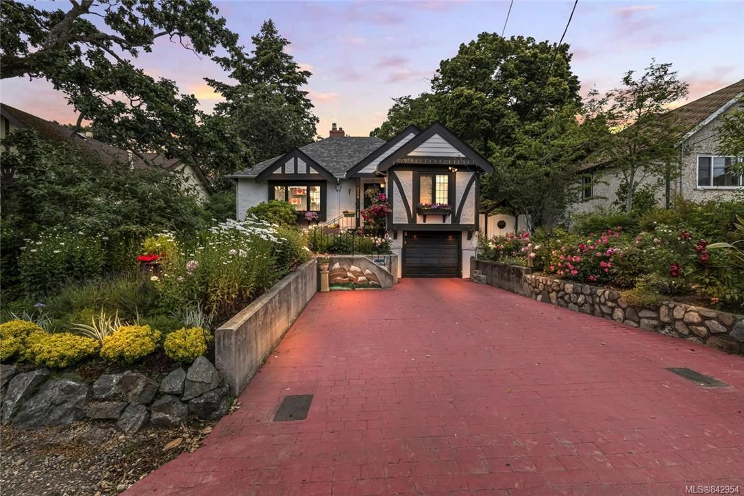 Main Photo: 1110 Rock St in Saanich: SE Maplewood House for sale (Saanich East)  : MLS®# 842954