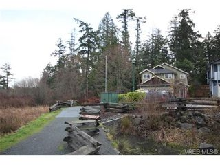 Photo 16: 210 Stoneridge Pl in VICTORIA: VR Hospital House for sale (View Royal)  : MLS®# 718015
