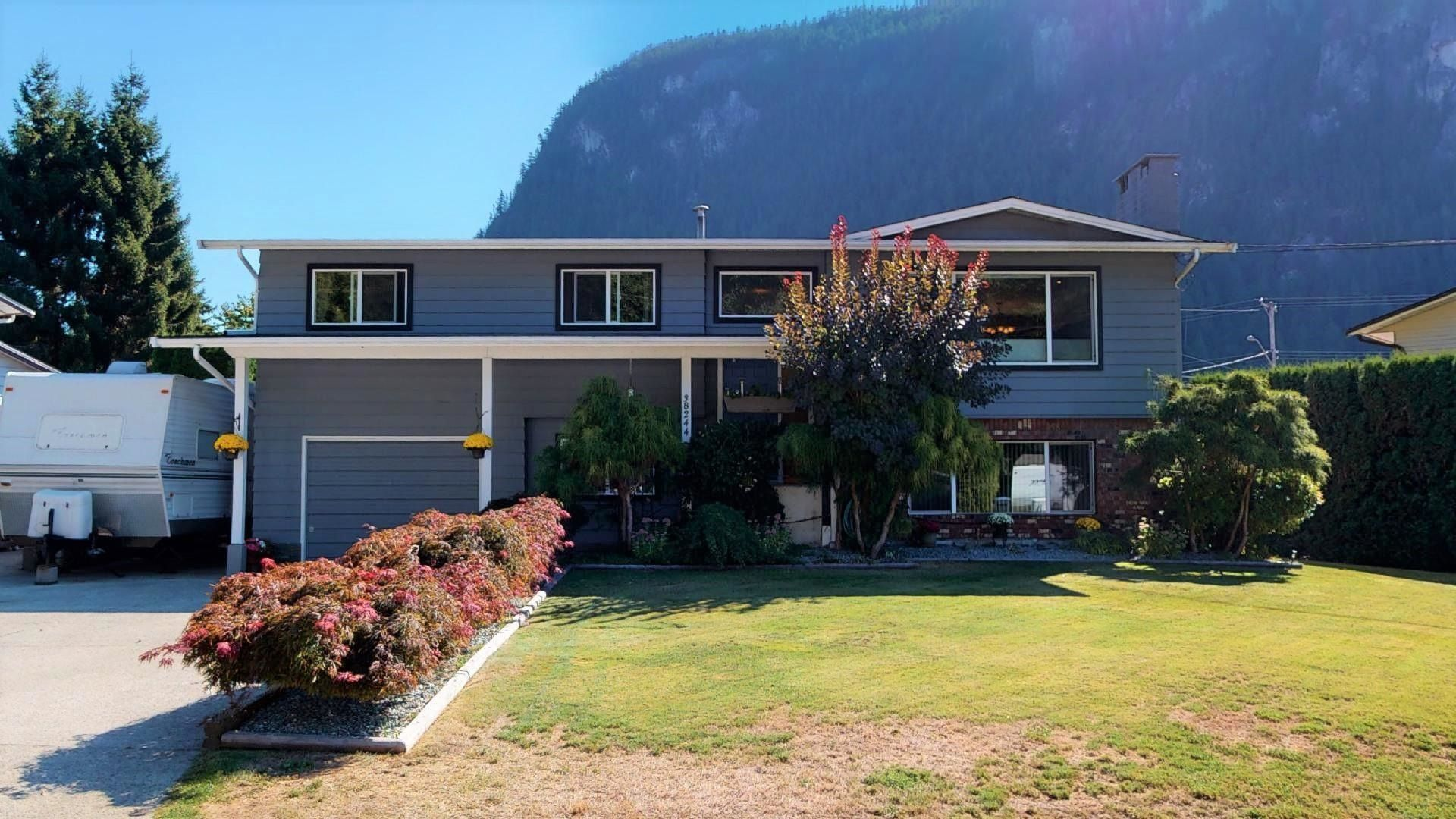 Main Photo: 38244 JUNIPER Crescent in Squamish: Valleycliffe House for sale : MLS®# R2616219