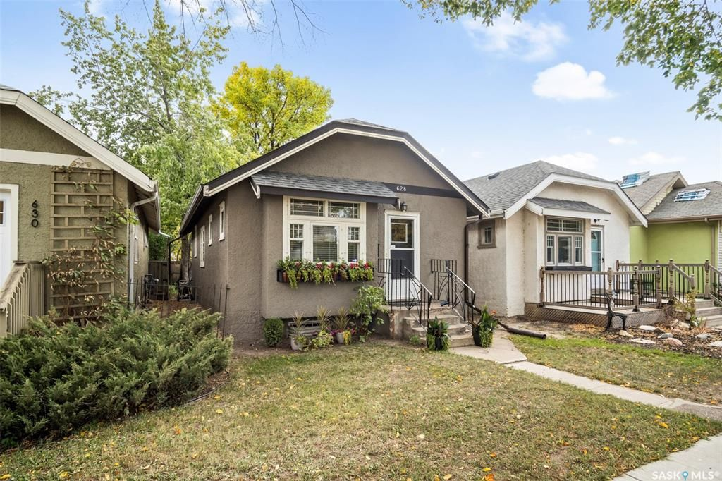 Main Photo: 628 3rd Avenue North in Saskatoon: City Park Residential for sale : MLS®# SK870831