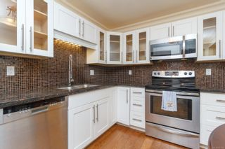 Photo 10: 111 1560 Hillside Ave in : Vi Oaklands Condo for sale (Victoria)  : MLS®# 851555