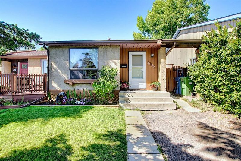 FEATURED LISTING: 1052 RANCHVIEW Road Northwest Calgary