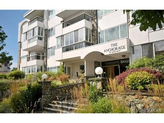 Photo 1: 105 1312 Beach Dr in VICTORIA: OB South Oak Bay Condo for sale (Oak Bay)  : MLS®# 717266