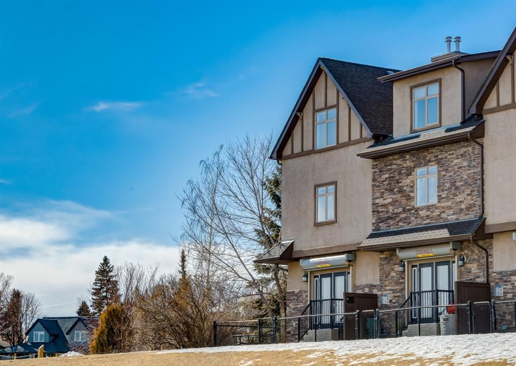 Main Photo: 106 1312 Russell Road NE in Calgary: Renfrew Row/Townhouse for sale : MLS®# A1080835