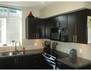 Photo 3: 301 2520 MANITOBA Street in Vancouver: Mount Pleasant VW Condo for sale (Vancouver West)  : MLS®# V777212