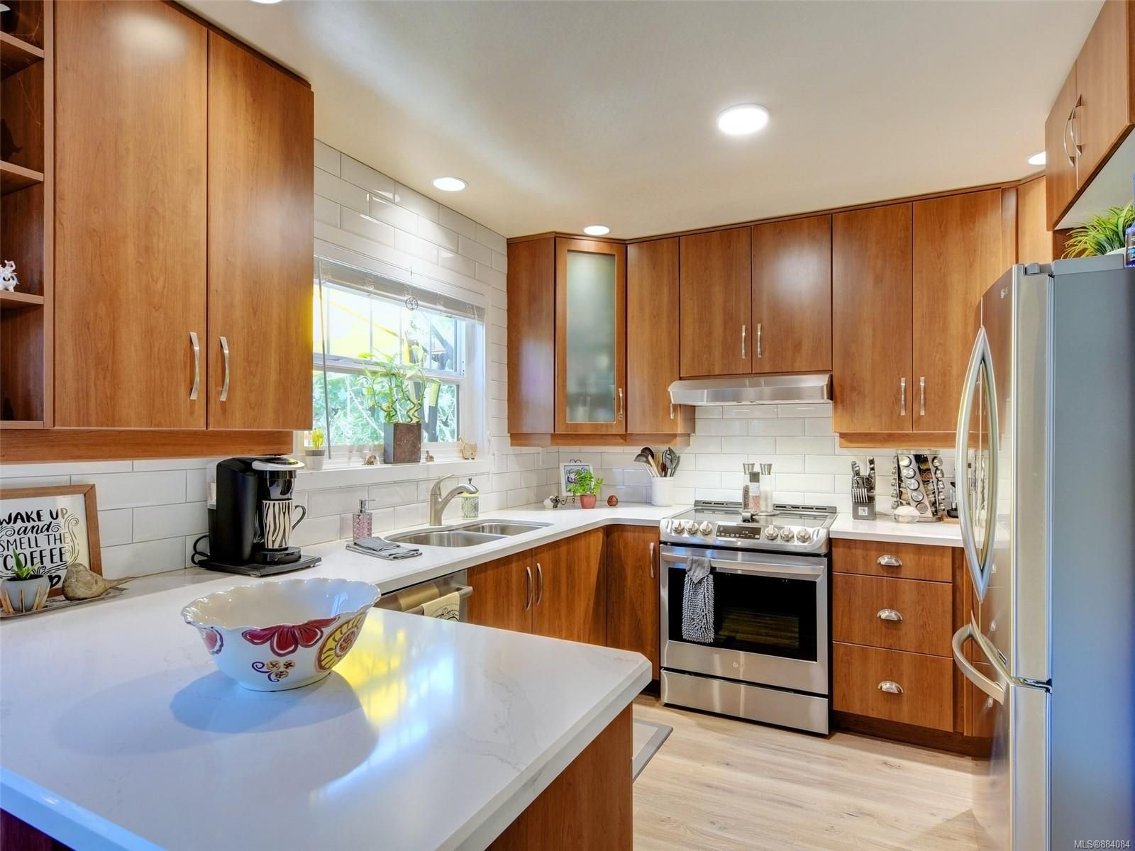 Photo 5: Photos: 6555 Country Rd in : Sk Sooke Vill Core House for sale (Sooke)  : MLS®# 884084