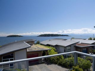 """Photo 1: 6498 WILDFLOWER Place in Sechelt: Sechelt District Townhouse for sale in """"Wakefield Beach - Second Wave"""" (Sunshine Coast)  : MLS®# R2589812"""