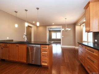 Photo 7: 2 1245 Chapman St in Victoria: Vi Fairfield West Row/Townhouse for sale : MLS®# 837185